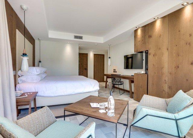 property chair Suite Bedroom cottage living room condominium Villa