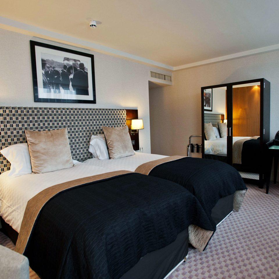 property chair Bedroom Suite cottage Villa