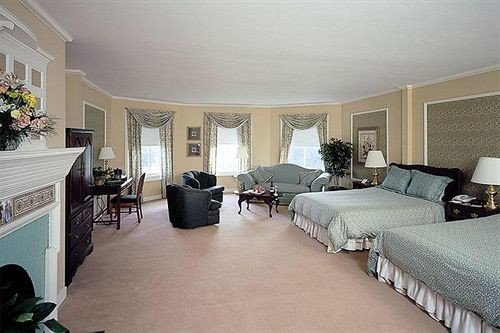 property Bedroom living room Suite home condominium cottage Villa