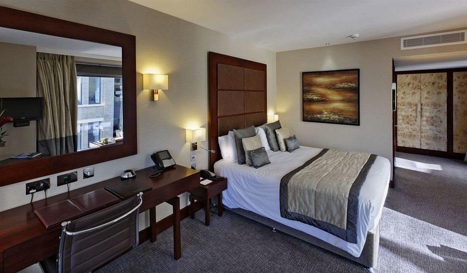 property Bedroom Suite home cottage living room condominium Villa