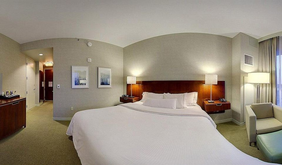Bedroom property Suite Villa condominium mansion living room