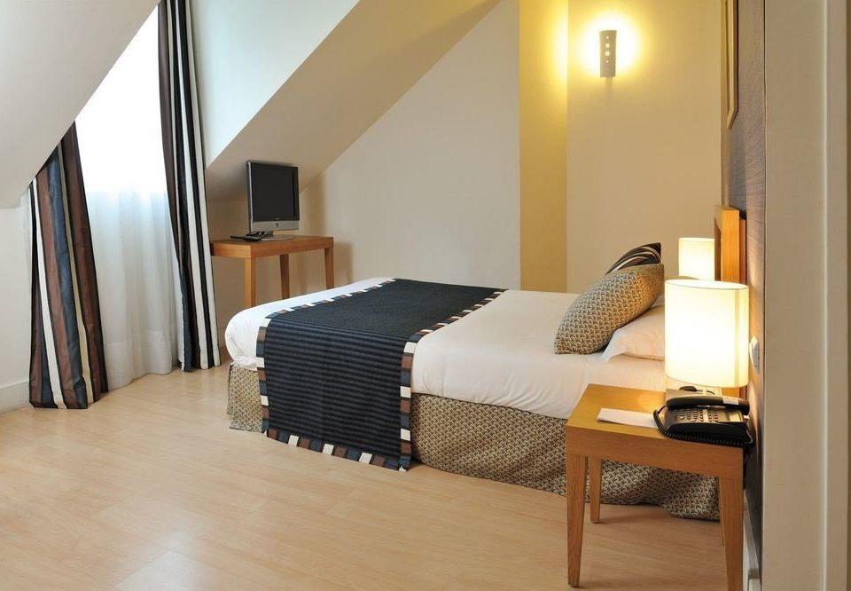 property Suite hardwood Bedroom cottage condominium Villa