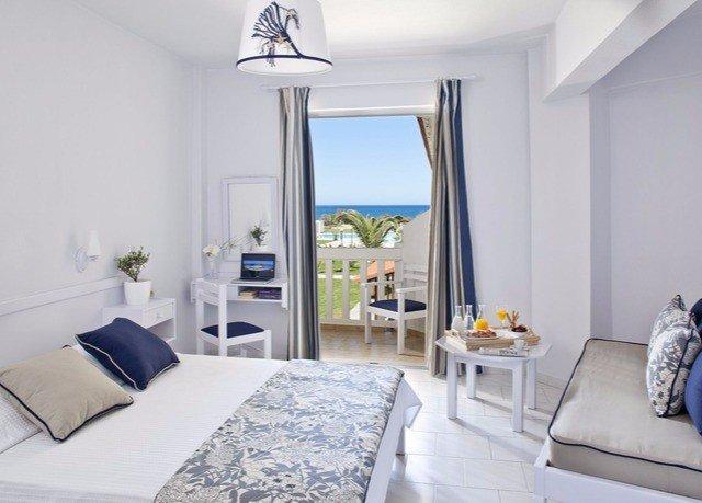 property Suite cottage living room Bedroom white home condominium Villa