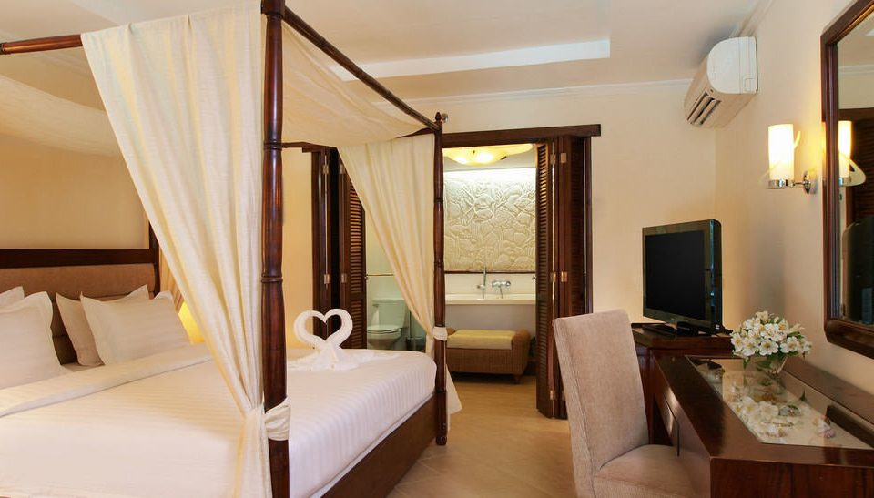 property Bedroom Suite Villa cottage condominium