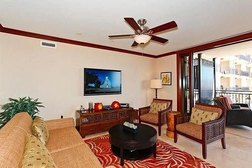 sofa property Villa living room cottage home condominium hacienda Suite Bedroom leather