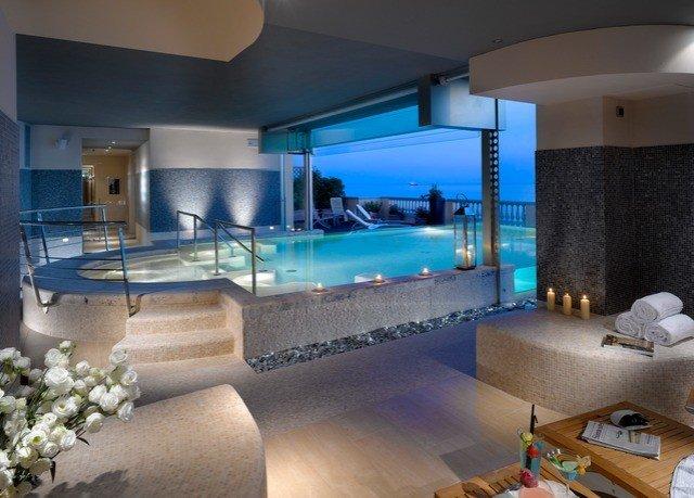 swimming pool property condominium jacuzzi Villa home living room Suite mansion Bedroom