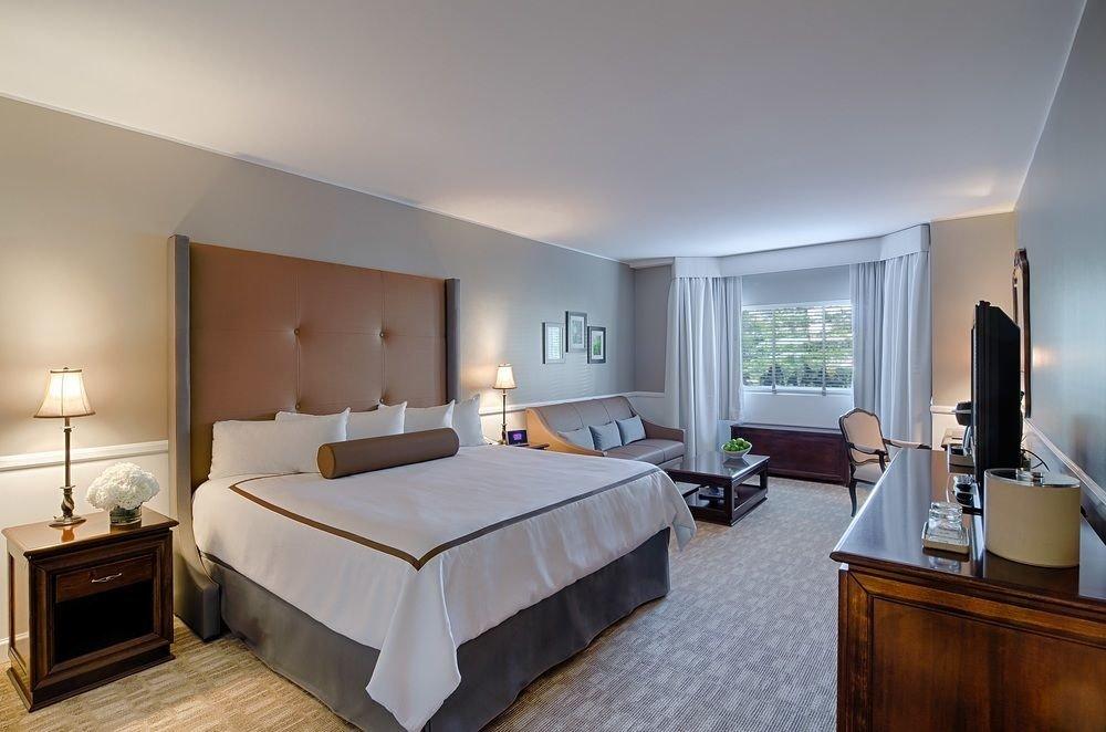 Bedroom property Suite Villa condominium living room
