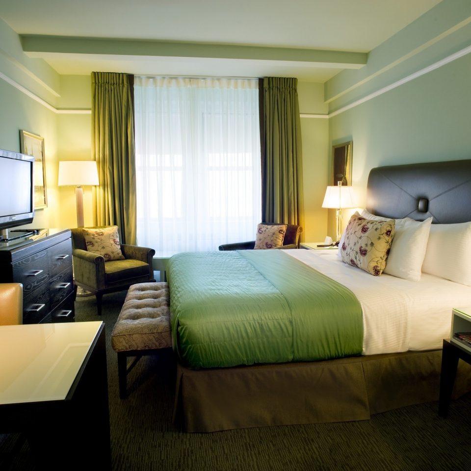 green Bedroom property desk Suite condominium living room cottage Villa lamp