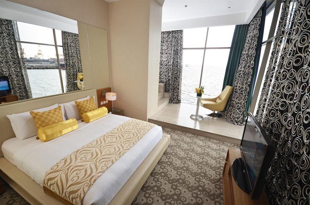 property Bedroom Suite cottage condominium home living room Villa