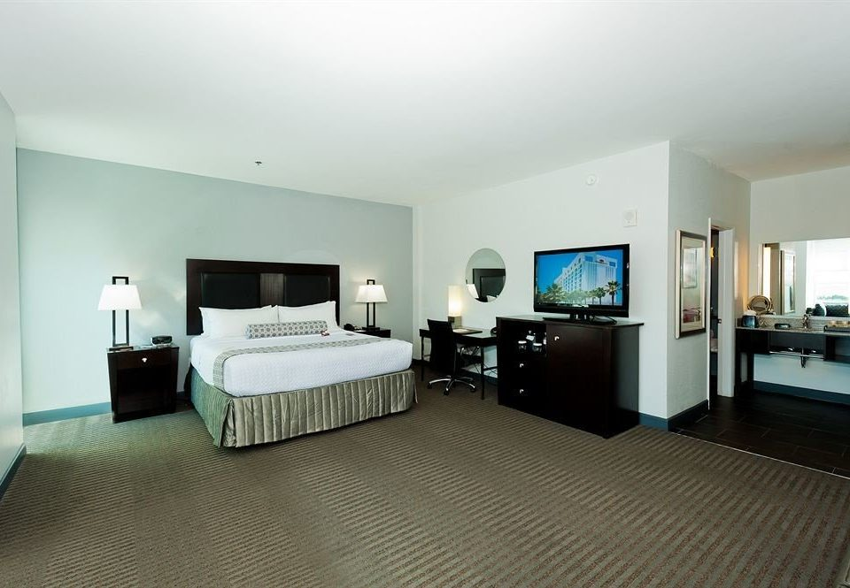 Bedroom property condominium Suite living room Villa cottage flat