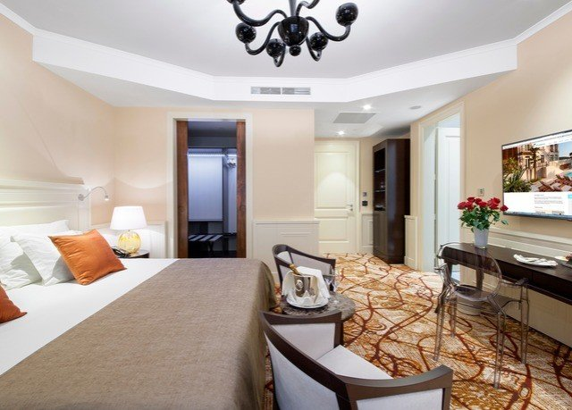 property Suite living room home cottage condominium Villa Bedroom