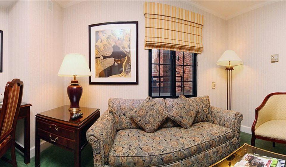 sofa property living room Suite home cottage condominium Bedroom Villa leather lamp containing
