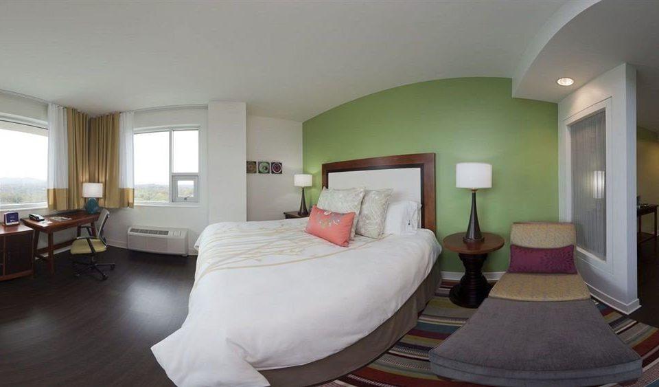 property Bedroom Suite condominium Villa living room cottage lamp