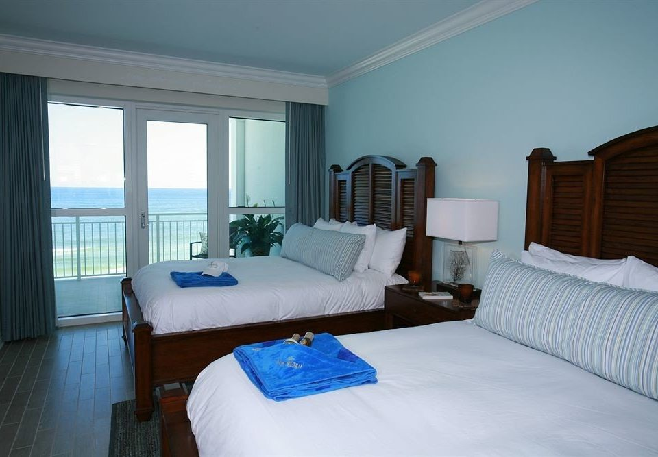 Bedroom property Suite cottage Villa condominium lamp