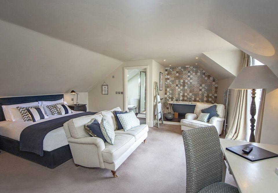 property Bedroom living room cottage home Suite condominium Villa
