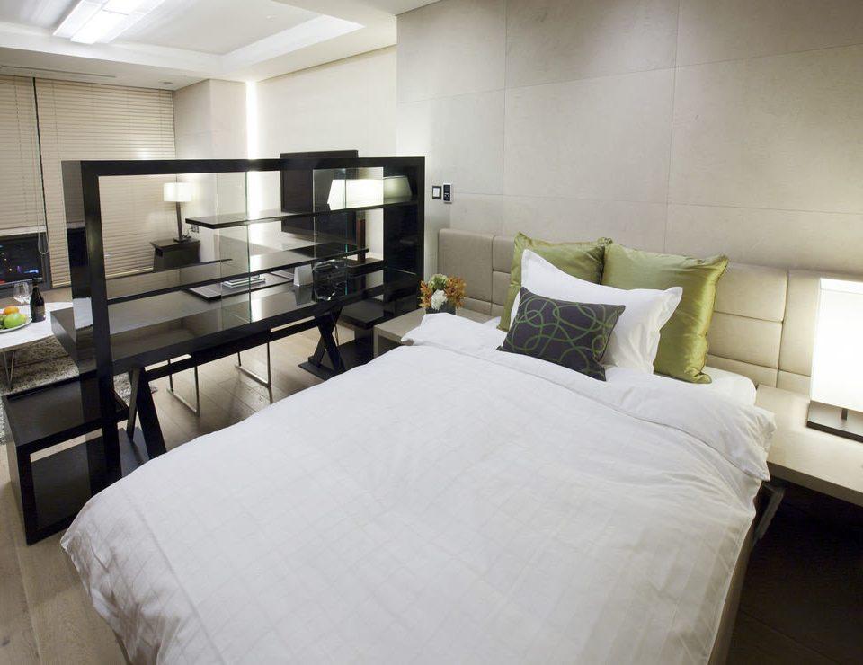 Bedroom property condominium Suite living room home cottage pillow loft Villa