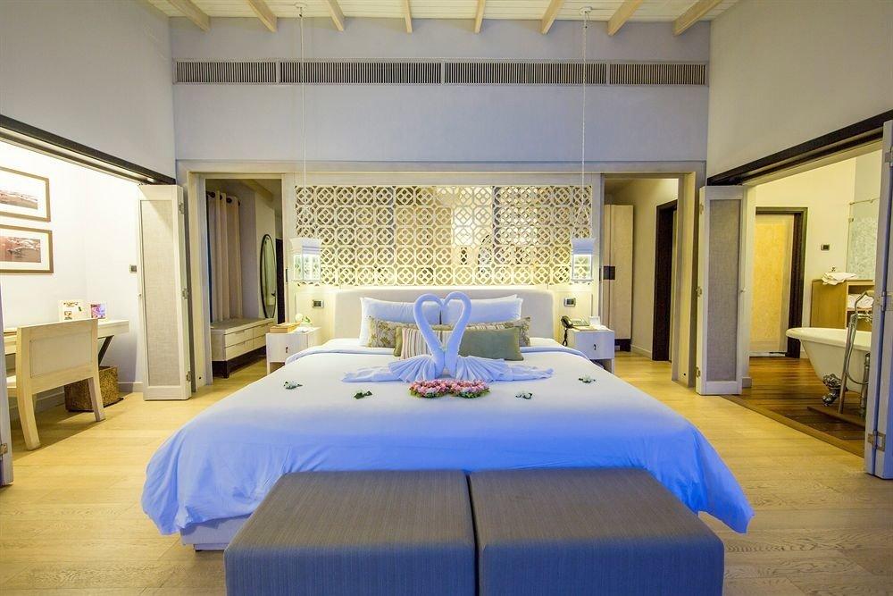 property Bedroom Suite living room condominium Villa