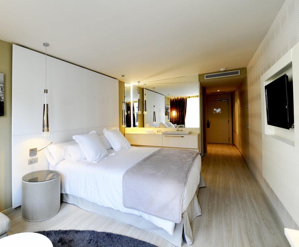 property Bedroom Suite white home condominium living room cottage Villa