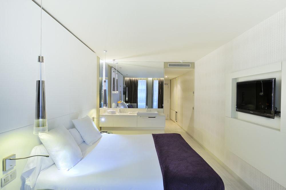 property Suite white condominium Villa Bedroom