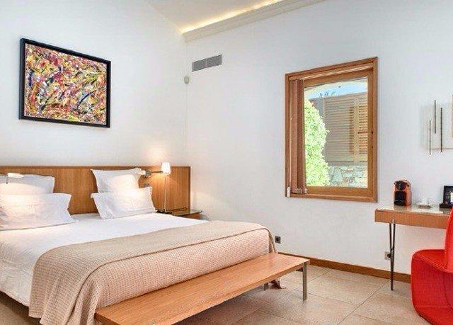 property Bedroom Suite cottage living room hardwood home Villa condominium
