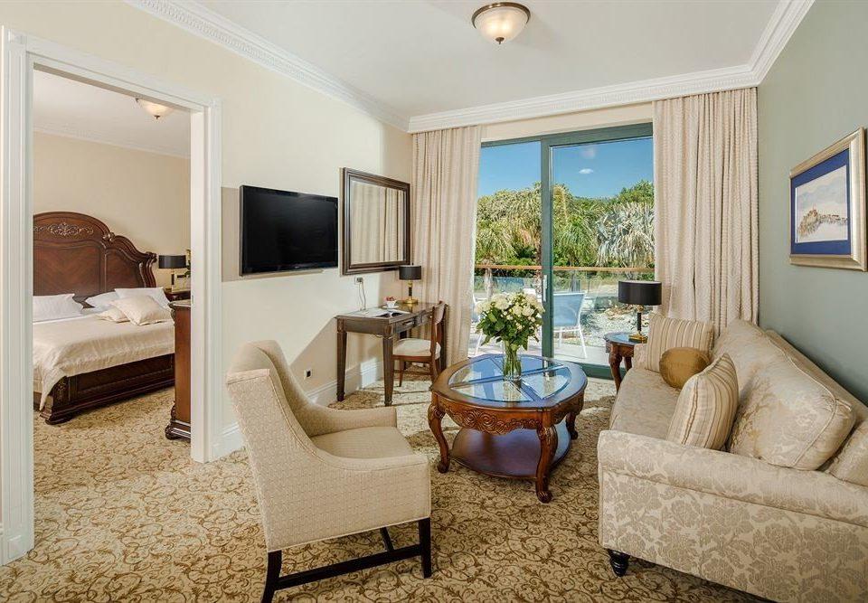 sofa property living room home Suite cottage hardwood Villa condominium Bedroom flat tan containing
