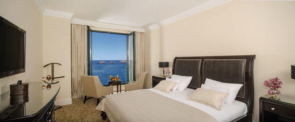 sofa property Suite scene Bedroom cottage Villa condominium flat