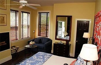 property living room cottage home Suite condominium Bedroom Villa