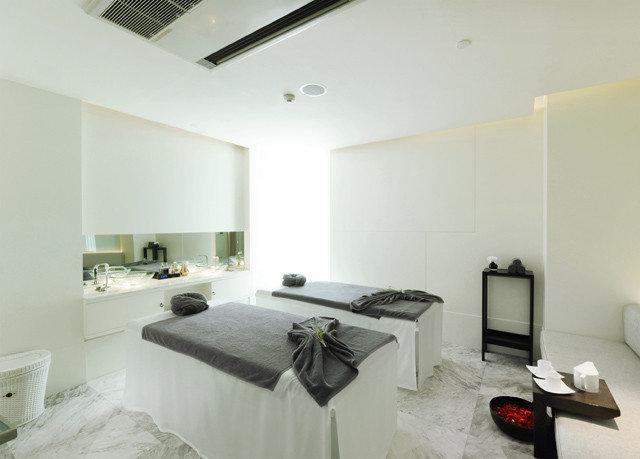 property condominium Bedroom home cottage loft living room Suite Villa