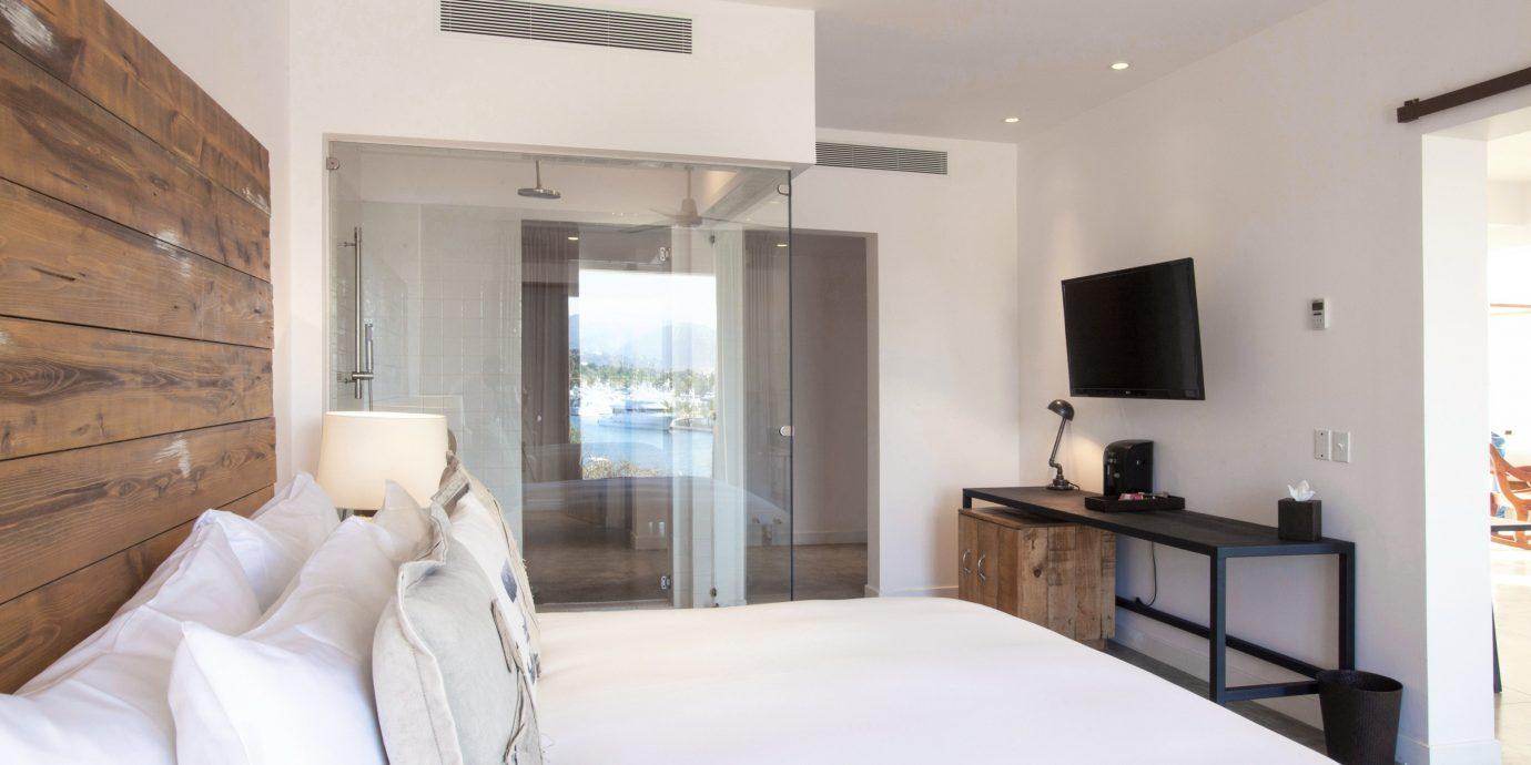 Bedroom property white Suite cottage pillow condominium Villa