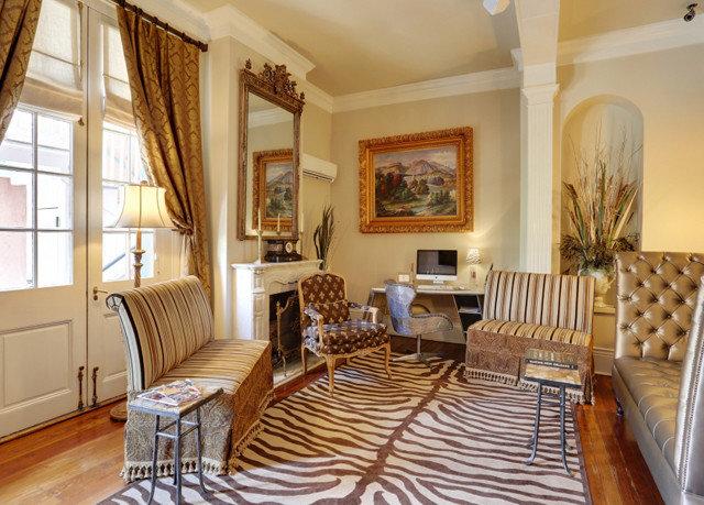 property living room home cottage hardwood Bedroom Villa farmhouse Suite wood flooring condominium dining table