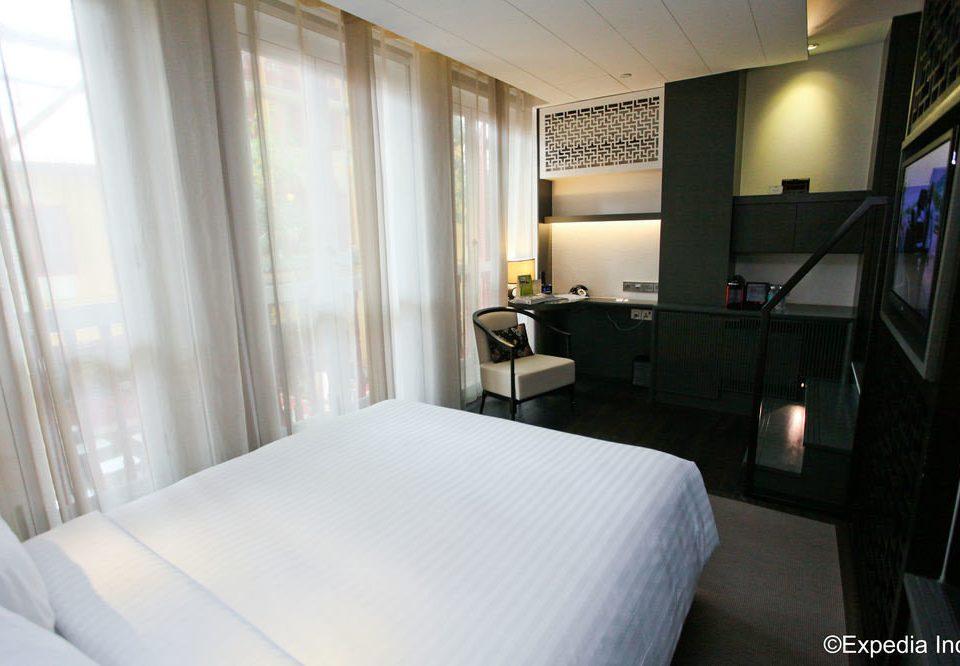 property Bedroom Suite condominium cottage Villa lamp