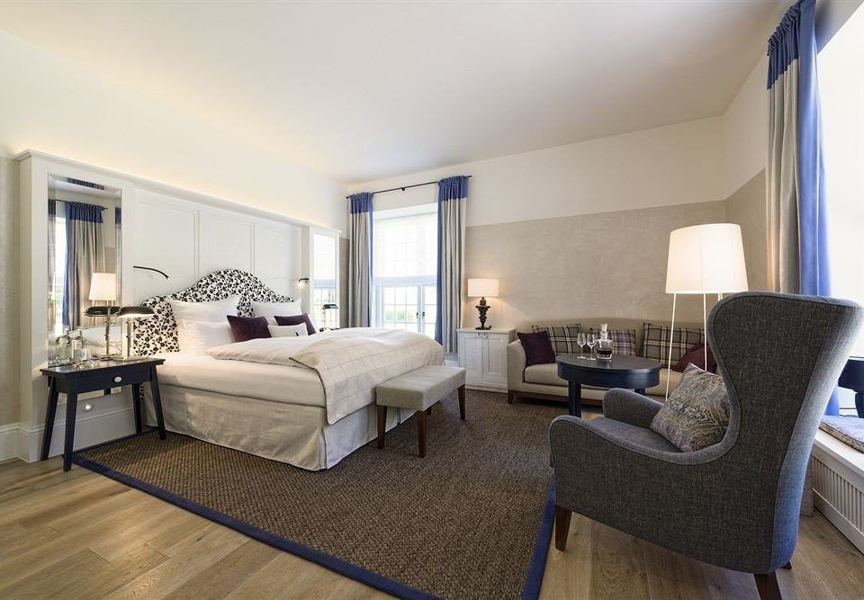 property Bedroom living room condominium home Suite hardwood cottage Villa