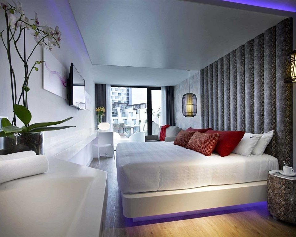 sofa property living room Suite condominium home Bedroom Villa