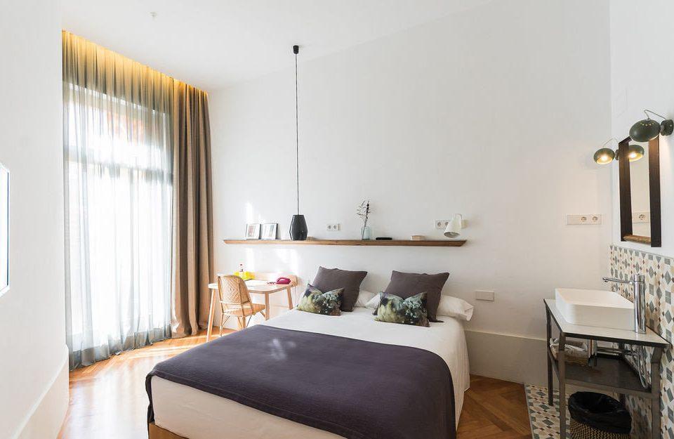 property Bedroom cottage Suite home condominium Villa living room
