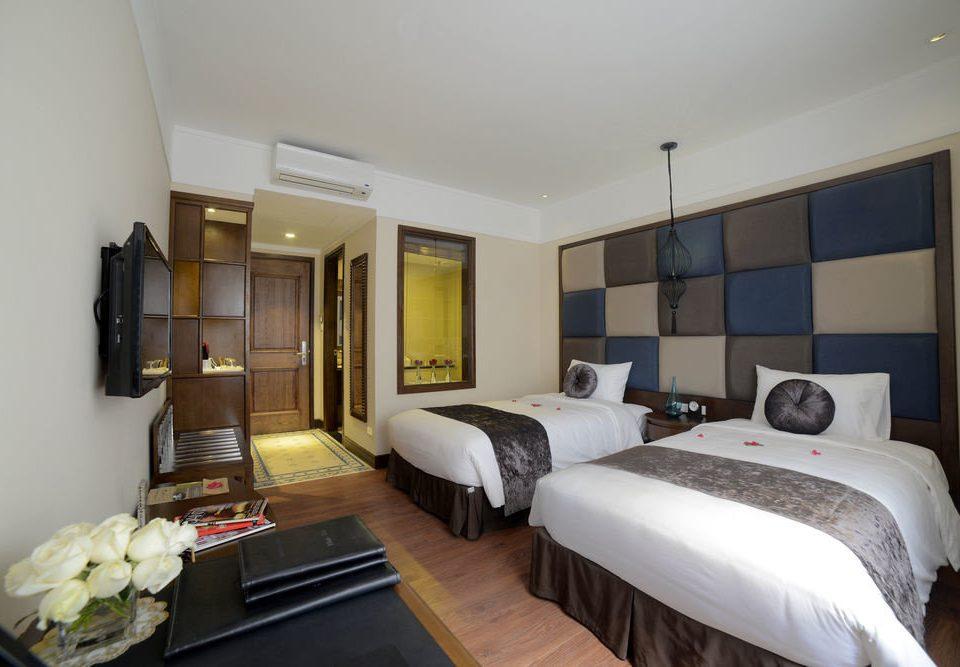 sofa property Bedroom Suite condominium cottage Villa flat