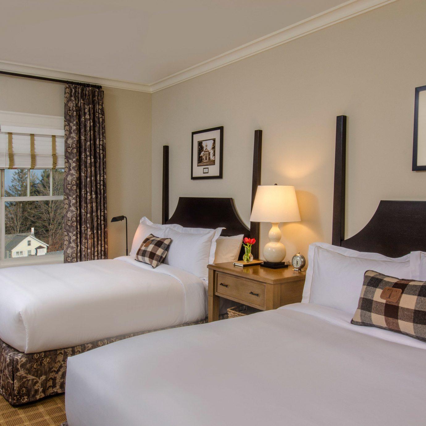 sofa property Suite Bedroom cottage living room home condominium Villa