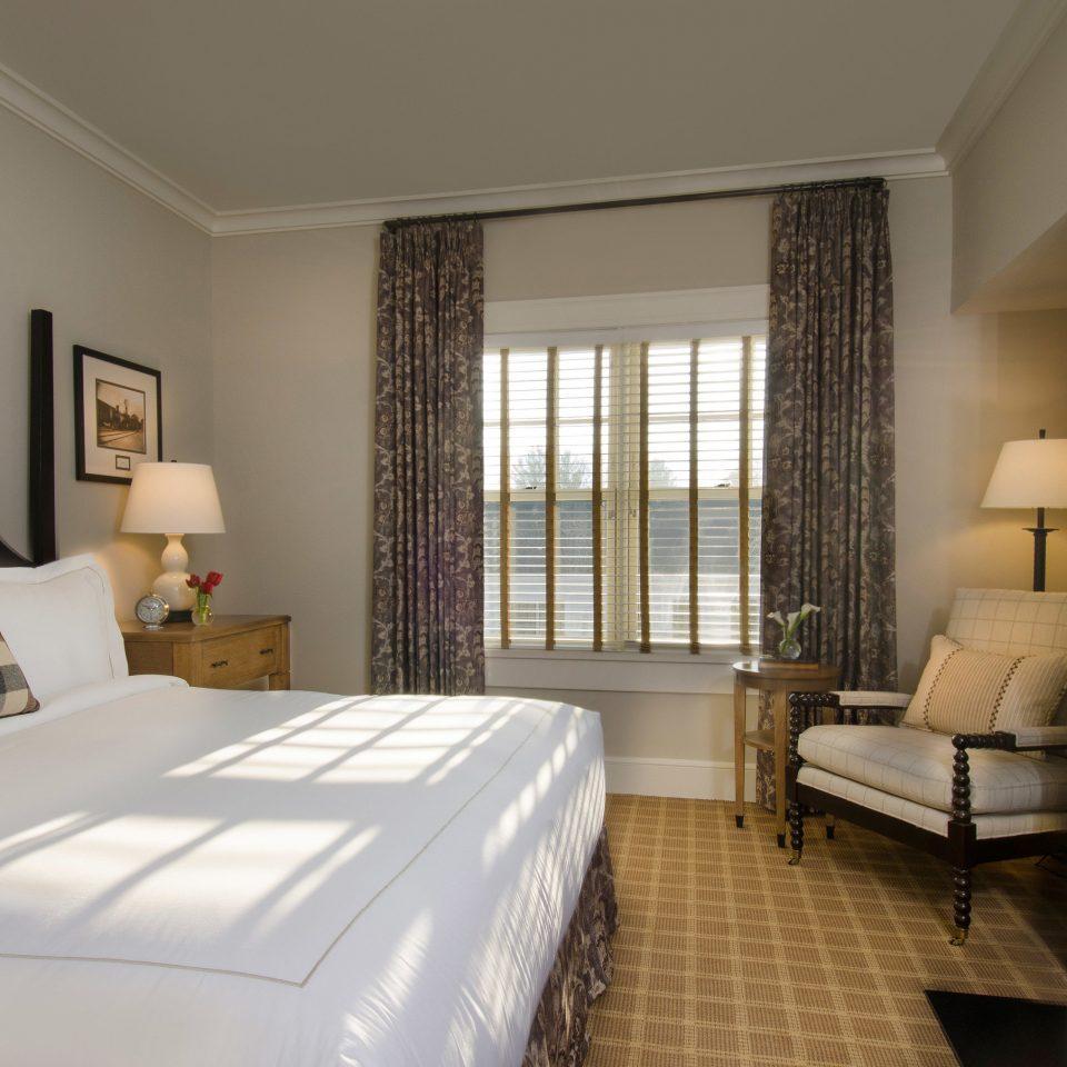 sofa property Bedroom Suite condominium cottage home living room Villa containing