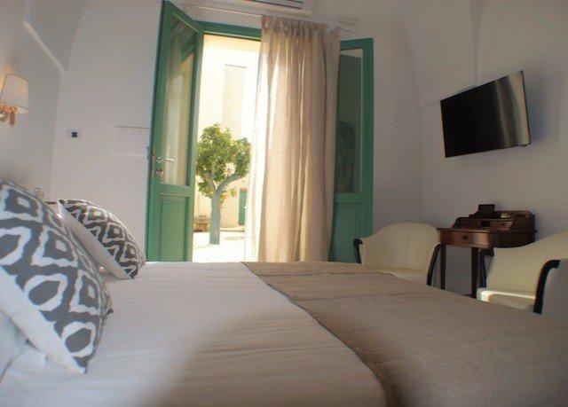 property Bedroom green condominium home Suite cottage living room Villa