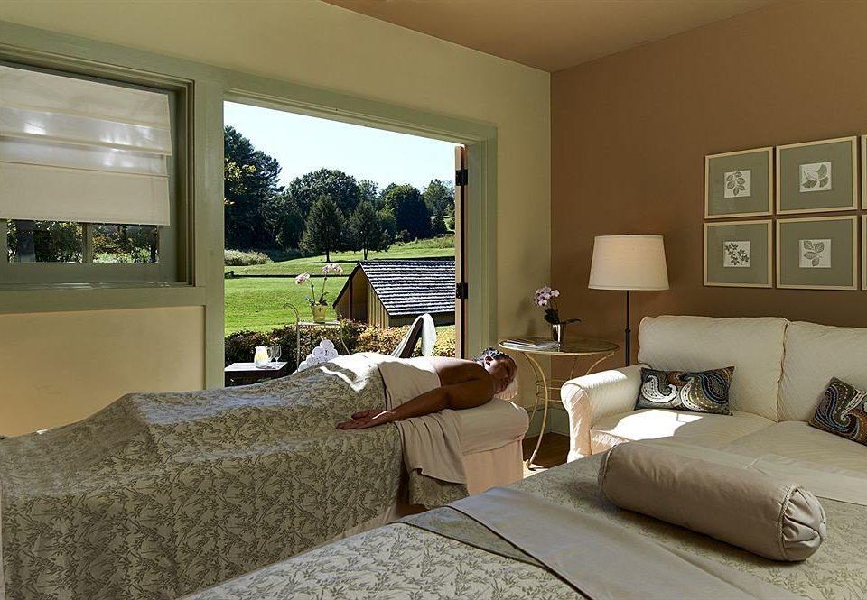 sofa property living room Bedroom home condominium cottage Suite Villa