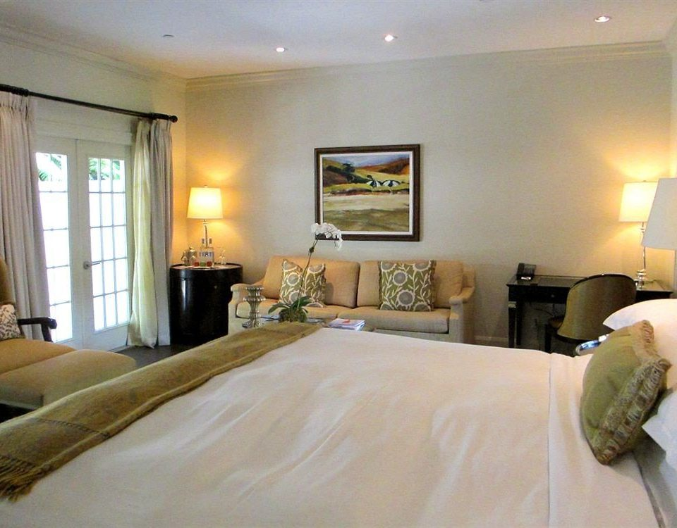 property Bedroom Suite cottage living room condominium Villa