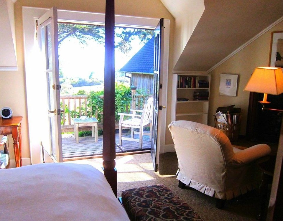 Bedroom property home cottage living room Suite Villa condominium lamp