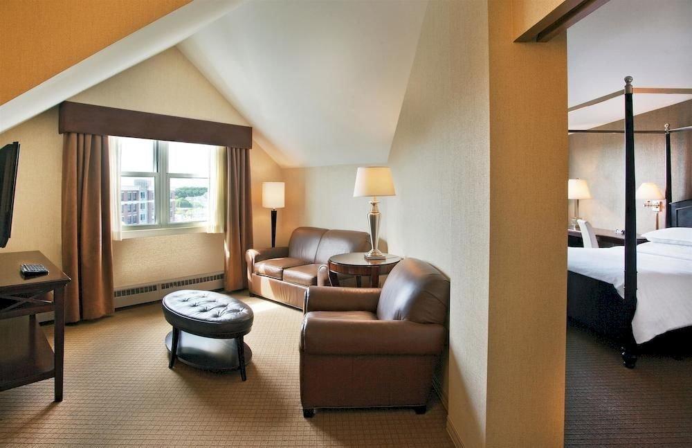 Bedroom property Suite living room condominium home cottage Villa loft