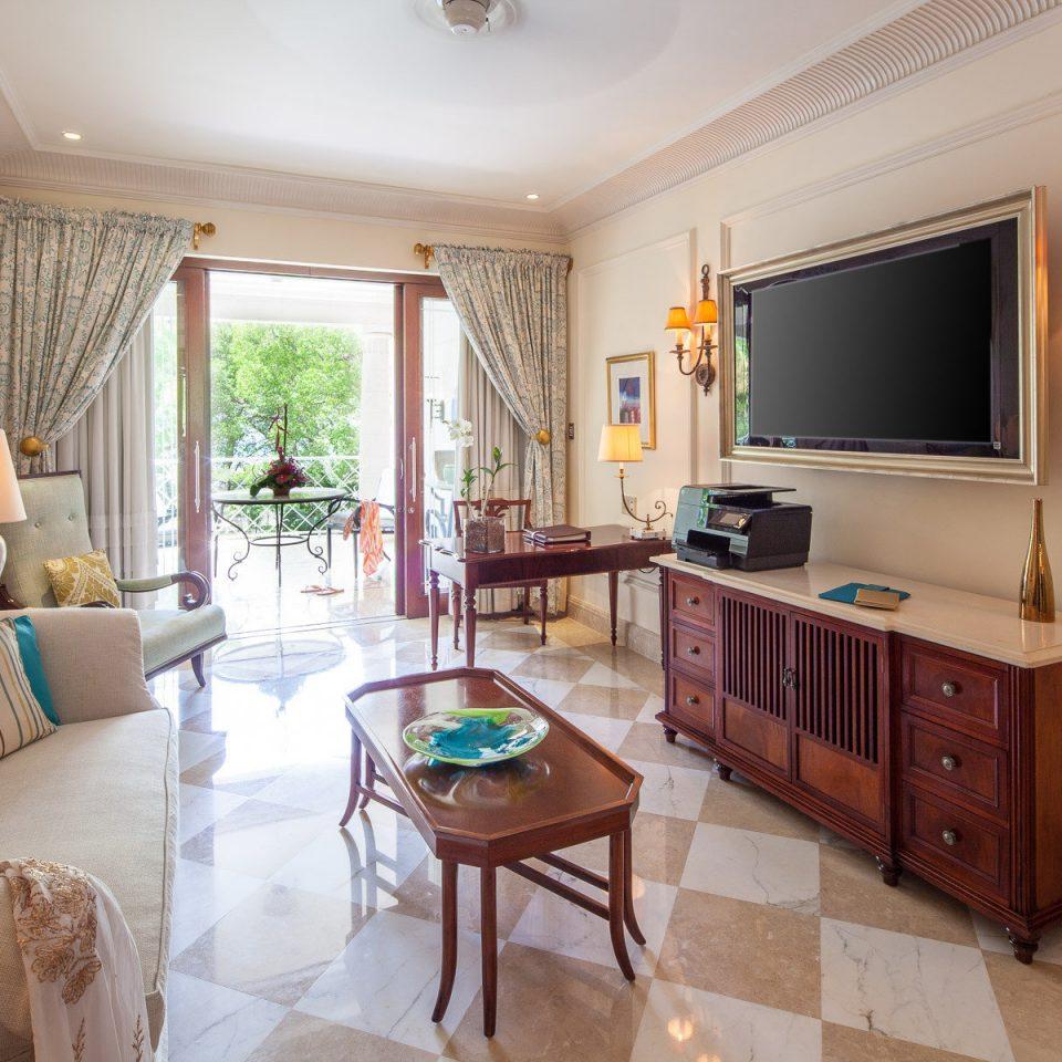 property home living room cottage Suite hardwood Villa condominium farmhouse Bedroom