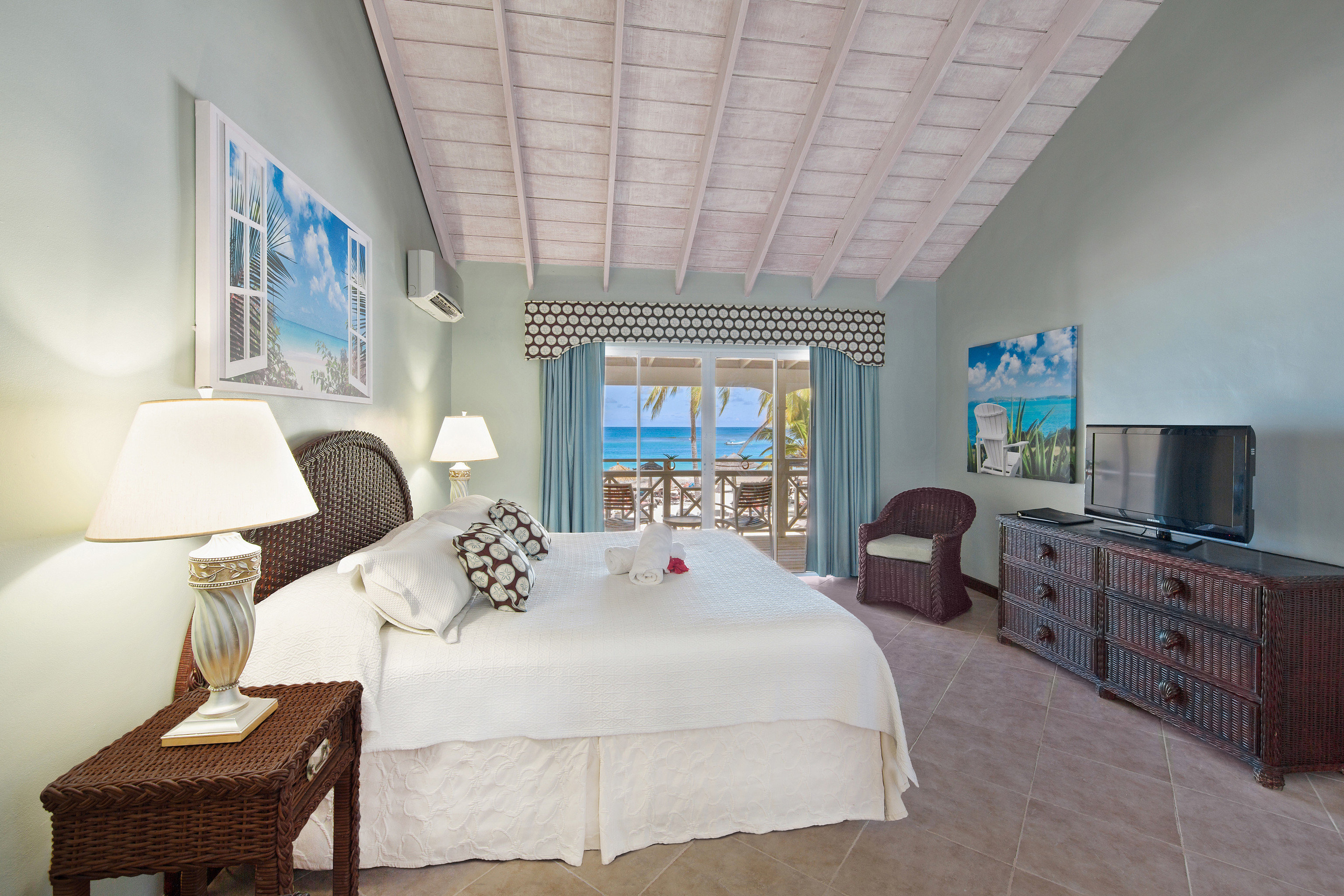 property Bedroom house living room home cottage Villa Suite condominium