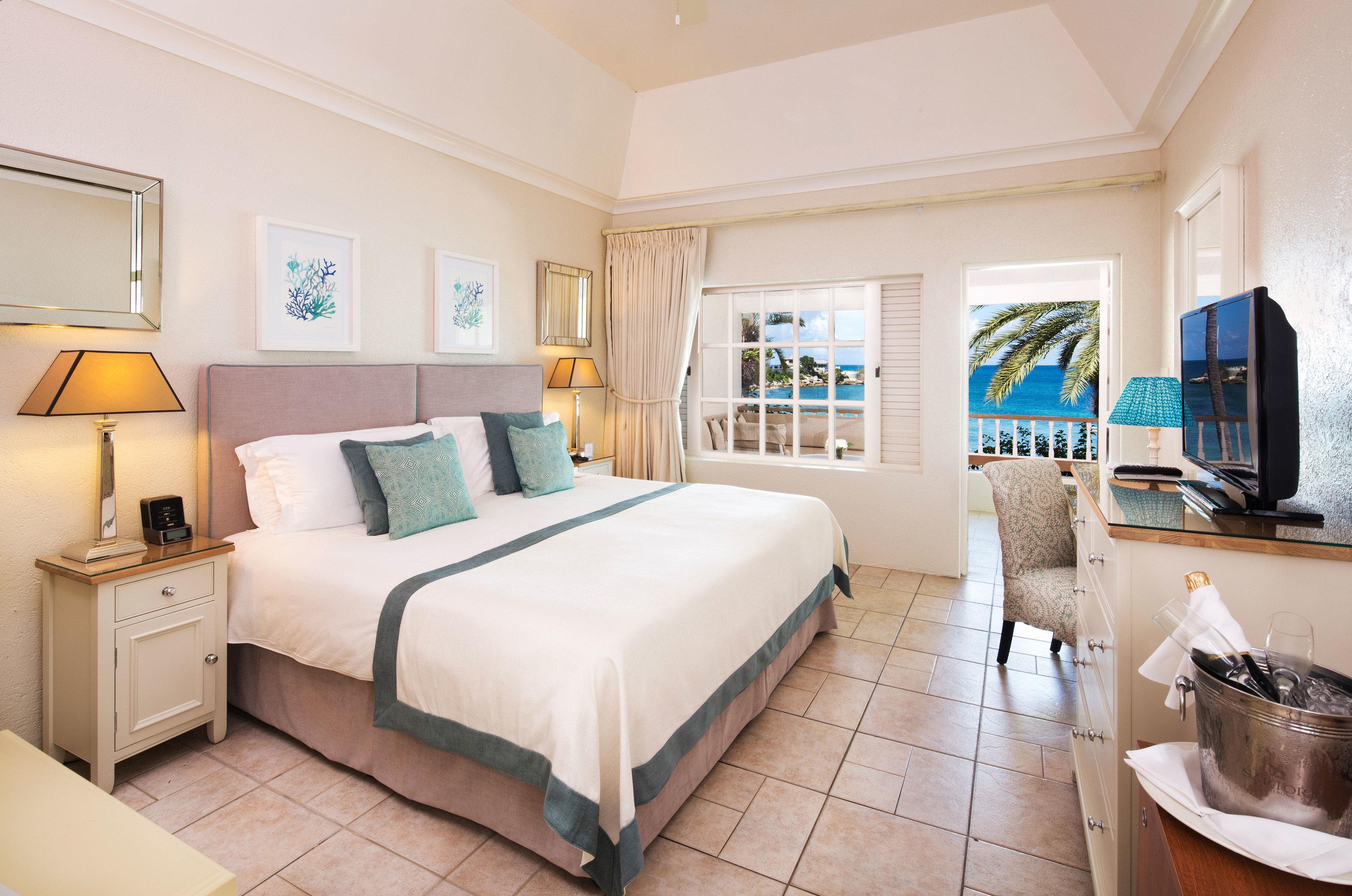 Bedroom property Suite living room home cottage condominium Villa