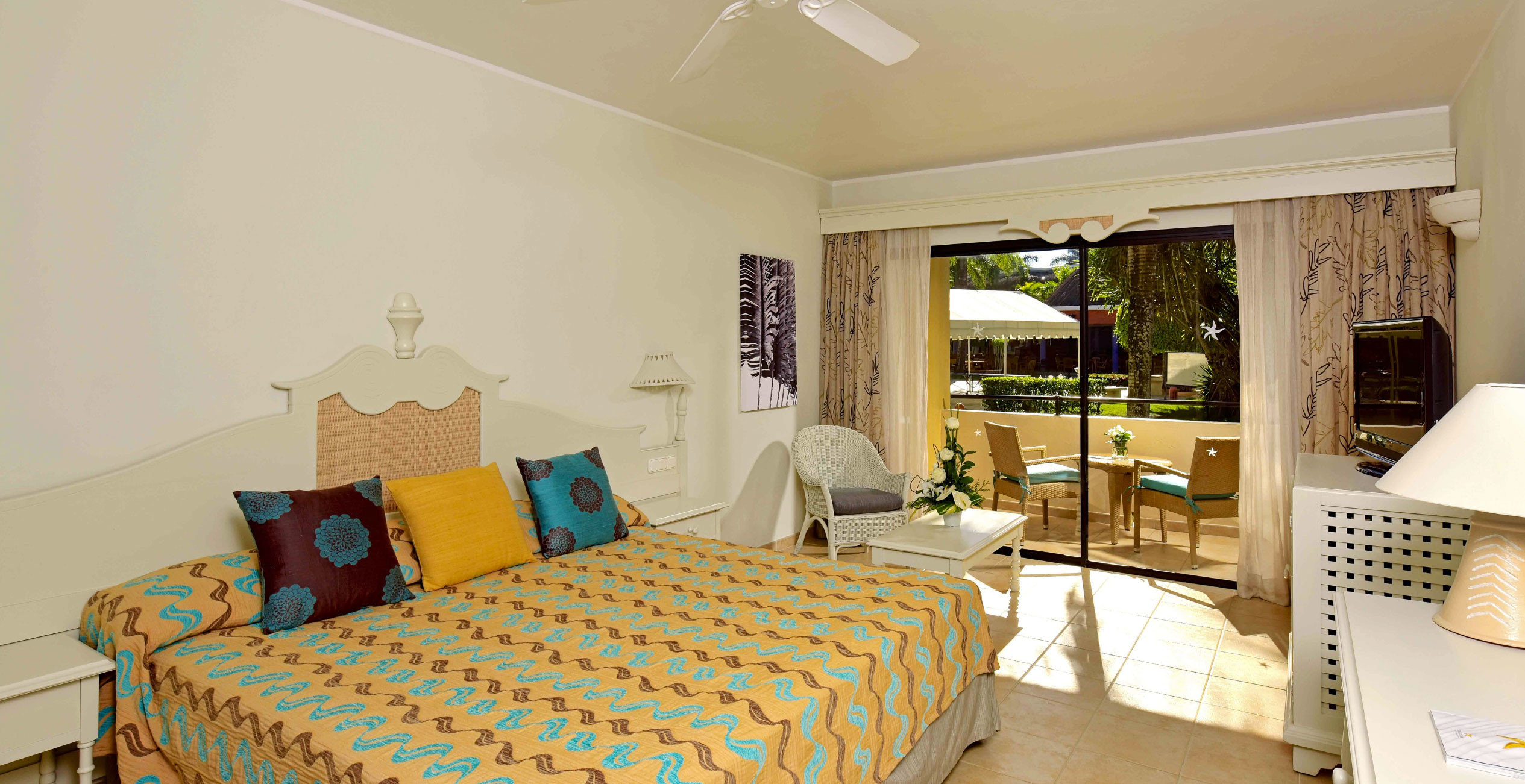 property Bedroom cottage living room Suite home Villa condominium