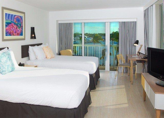 sofa property scene Bedroom Suite living room cottage white condominium Villa