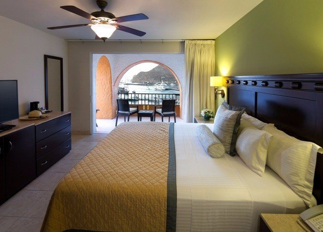property Bedroom Suite cottage home living room Villa condominium lamp