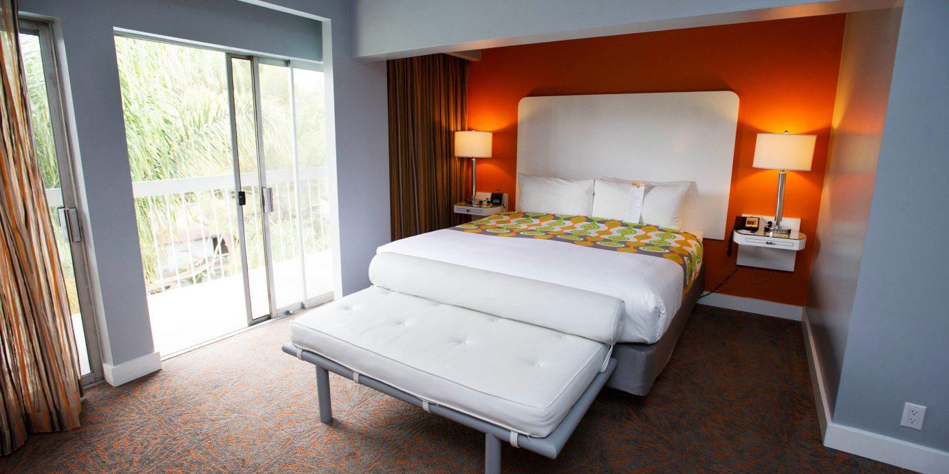 property Bedroom Suite home cottage living room Villa condominium