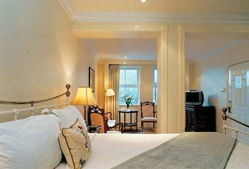 Bedroom property Suite scene condominium living room home hardwood cottage Villa